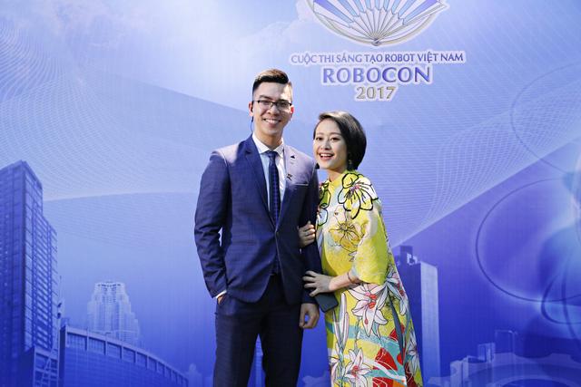 MC Phí Linh đẹp rạng ngời tại vòng loại Robocon Việt Nam 2017 - Ảnh 3.