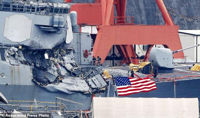 Tìm thấy thi thể các binh sĩ Mỹ trong vụ va chạm tàu khu trục - Ảnh 2.