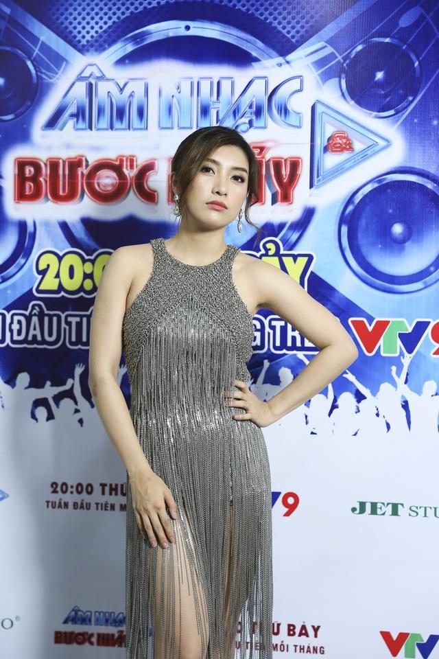 Phương Trinh Jolie, Tiêu Châu Như Quỳnh khoe vũ đạo nóng bỏng trong Âm nhạc & Bước nhảy - Ảnh 4.