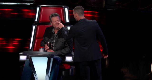 Là đối thủ ở The Voice nhưng Adam Levine và Blake Shelton vẫn thương nhau thế này đây! - Ảnh 2.