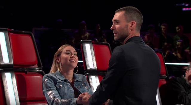 Ngỡ ngàng trước khoảnh khắc Miley Cyrus và Adam Levine ôm hôn nhau ở The Voice - Ảnh 5.