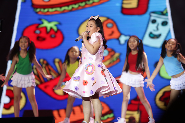 Giọng hát Việt nhí: Tiên Cookie nghẹn ngào khóc, tuyên bố không cần tiền và danh vọng - Ảnh 1.