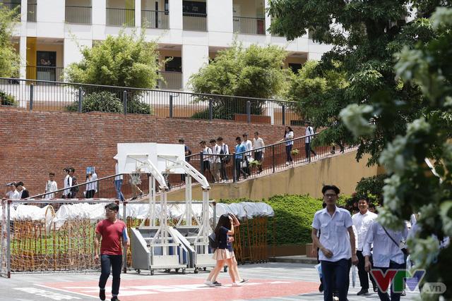 """""""Soi"""" học phí các trường tuyển sinh đầu cấp khiến phụ huynh Hà Nội """"phát sốt"""" - Ảnh 1."""