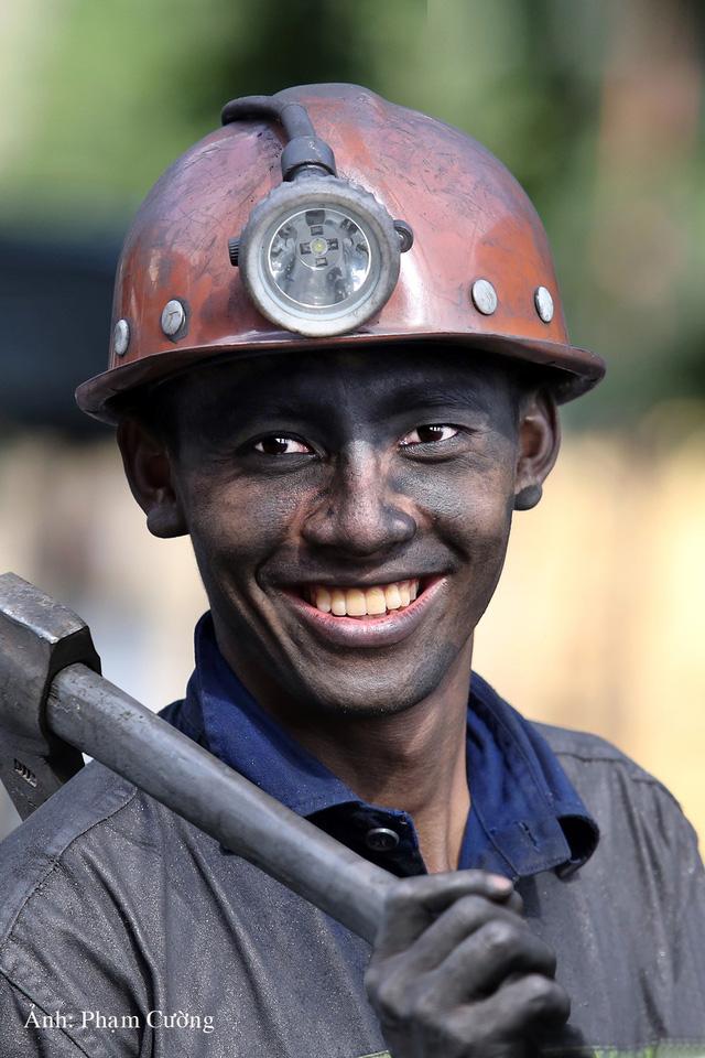 Khoảnh khắc chân thật về cuộc sống của những người thợ mỏ ở Quảng Ninh - Ảnh 23.