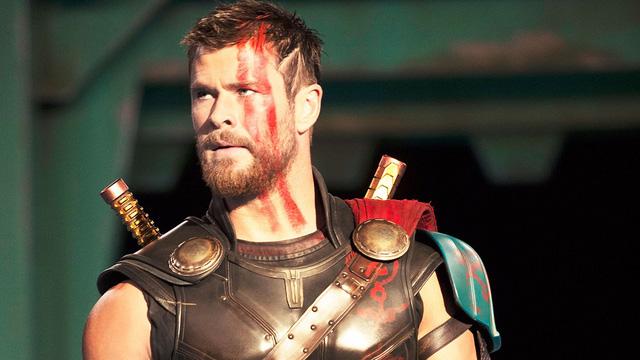 Búa thần Mjolnir sẽ nát vụn trong Thor: Ragnarok - Ảnh 1.