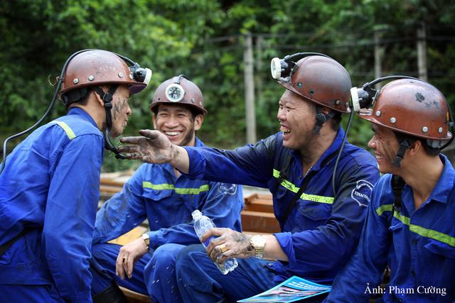 Khoảnh khắc chân thật về cuộc sống của những người thợ mỏ ở Quảng Ninh - Ảnh 27.