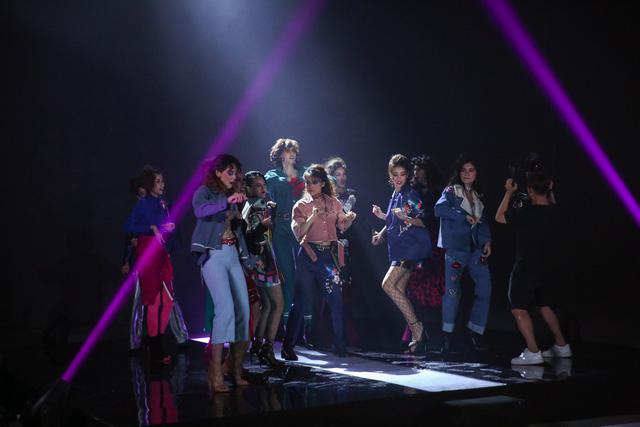 Vietnams Next Top Model 2017: Đuối sức và thụt lùi, Hồng Xuân tạm biệt giấc mơ giành lại ngôi quán quân - Ảnh 2.