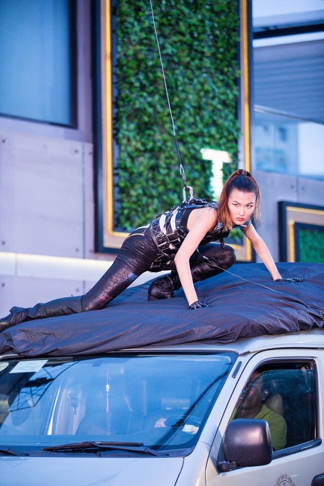 Vietnams Next Top Model 2017: Thử sức đóng phim hành động thất bại, top 6 vẫn được trao cơ hội đi tiếp - Ảnh 4.