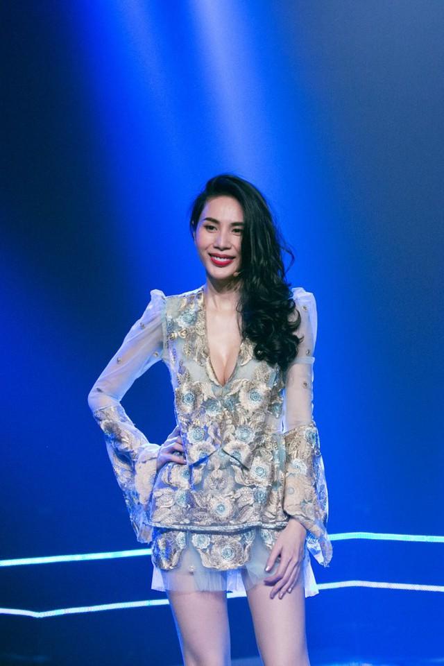 Thủy Tiên xuất hiện đầy gợi cảm ở hậu trường Âm nhạc và Bước nhảy - Ảnh 4.