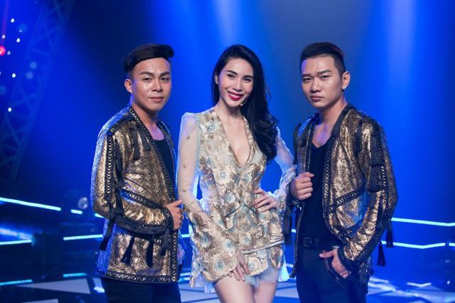 Thủy Tiên xuất hiện đầy gợi cảm ở hậu trường Âm nhạc và Bước nhảy - Ảnh 3.