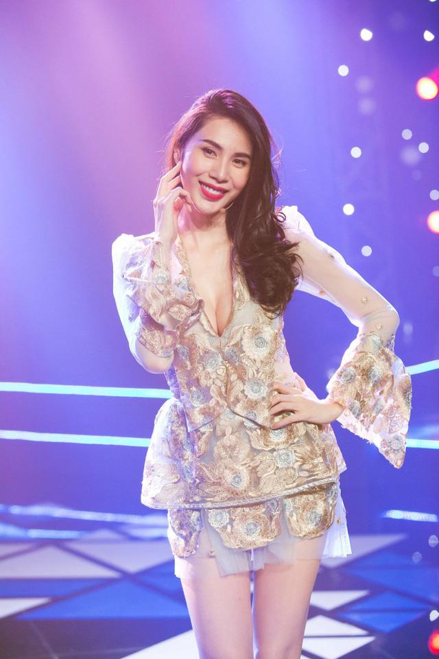 Thủy Tiên xuất hiện đầy gợi cảm ở hậu trường Âm nhạc và Bước nhảy - Ảnh 5.