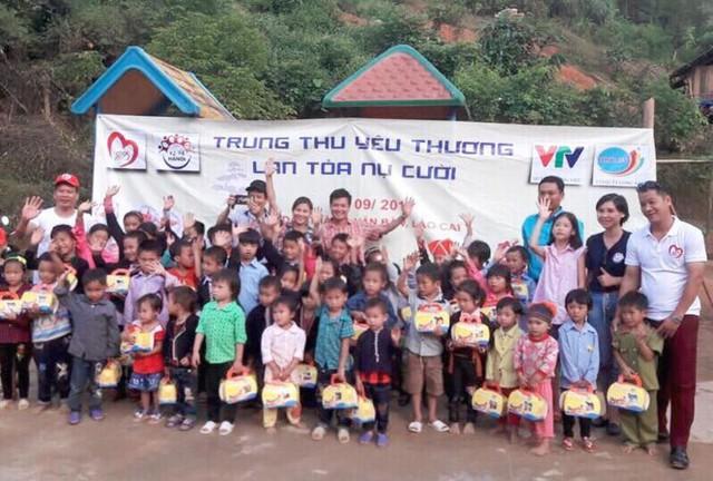 Mang Trung thu yêu thương đến với học sinh nghèo Lào Cai - Ảnh 1.