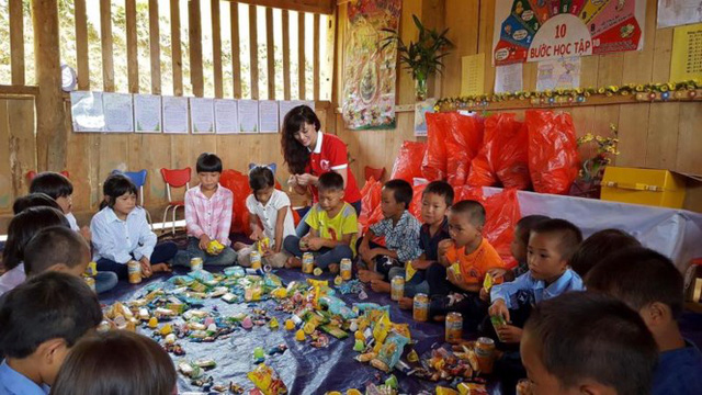 Mang Trung thu yêu thương đến với học sinh nghèo Lào Cai - Ảnh 4.