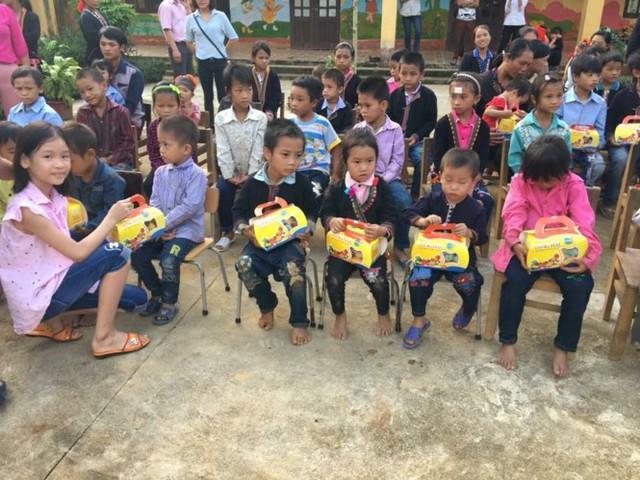 Mang Trung thu yêu thương đến với học sinh nghèo Lào Cai - Ảnh 9.