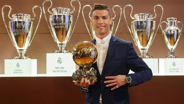 Rạng sáng mai (8/12) công bố danh hiệu Quả bóng vàng 2017: Cuộc đua chênh lệch giữa Ronaldo và Messi - Ảnh 2.