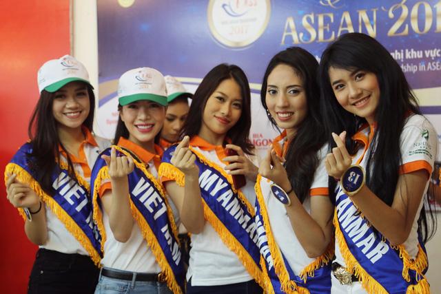 Thí sinh Hoa hậu Hữu nghị ASEAN thân thiết trong buổi đầu gặp gỡ - Ảnh 2.