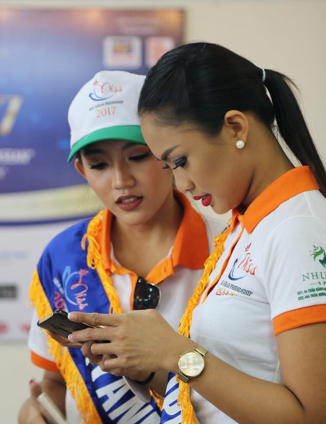 Thí sinh Hoa hậu Hữu nghị ASEAN thân thiết trong buổi đầu gặp gỡ - Ảnh 4.