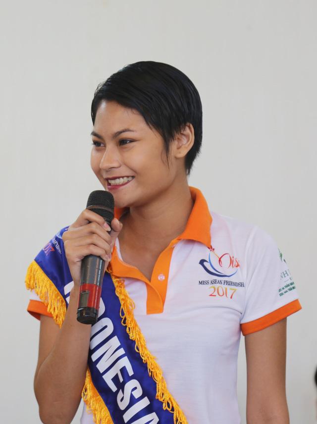 Thí sinh Hoa hậu Hữu nghị ASEAN thân thiết trong buổi đầu gặp gỡ - Ảnh 8.
