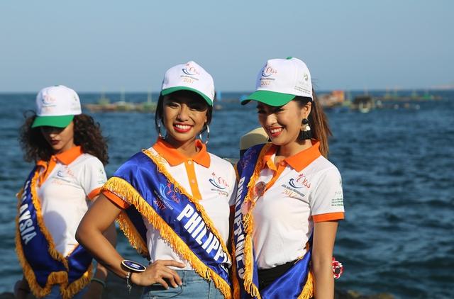 Thí sinh Hoa hậu Hữu nghị ASEAN rạng rỡ khoe sắc ở Ghềnh Đá Dĩa ảo diệu - Ảnh 7.