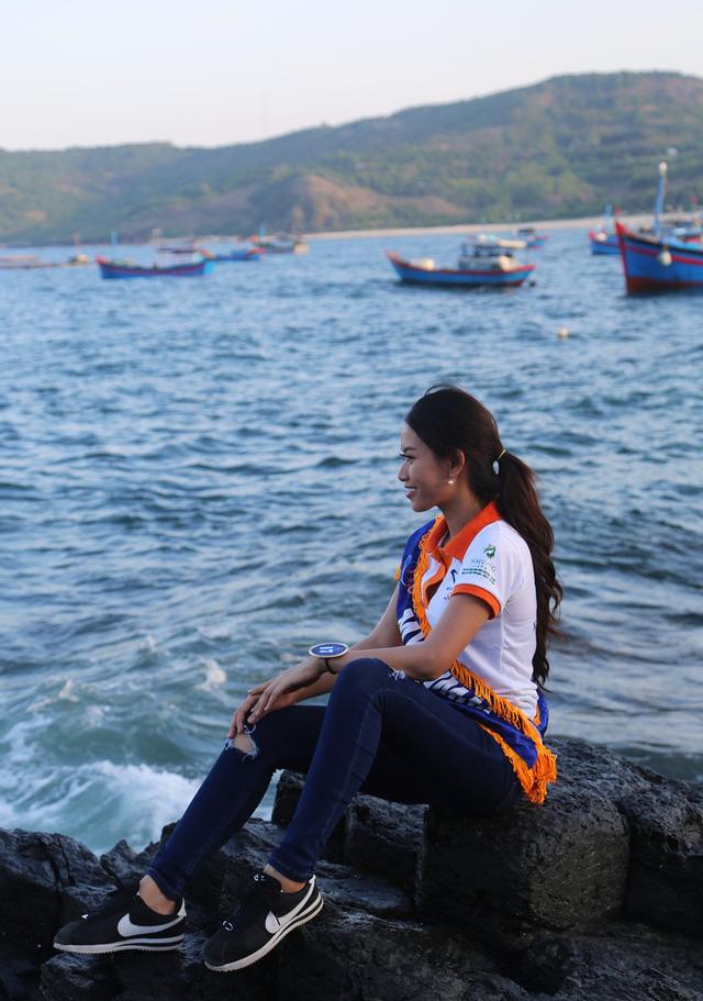 Thí sinh Hoa hậu Hữu nghị ASEAN rạng rỡ khoe sắc ở Ghềnh Đá Dĩa ảo diệu - Ảnh 9.