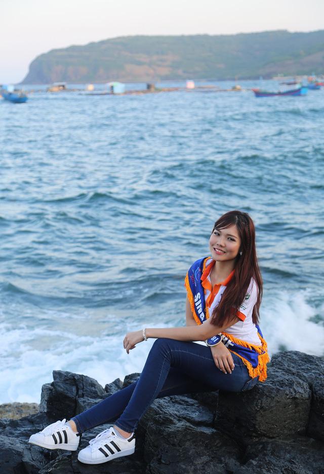 Thí sinh Hoa hậu Hữu nghị ASEAN rạng rỡ khoe sắc ở Ghềnh Đá Dĩa ảo diệu - Ảnh 8.