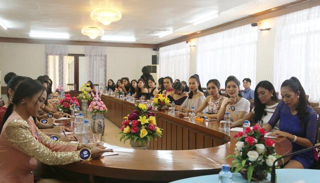 Thí sinh Hoa hậu Hữu nghị ASEAN hướng đến hình ảnh phụ nữ Đông Nam Á thời kỳ hội nhập - Ảnh 1.