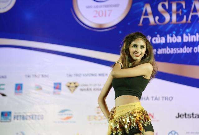 Ấn tượng trước tài năng của thí sinh Hoa hậu Hữu nghị ASEAN - Ảnh 14.