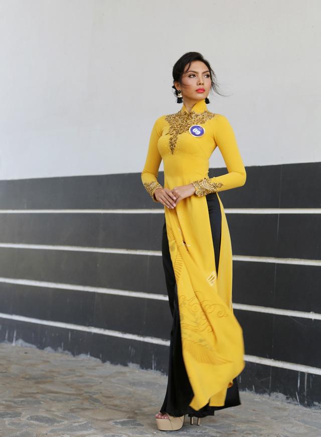 Dàn thí sinh Hoa hậu Hữu nghị ASEAN duyên dáng với áo dài thướt tha - Ảnh 3.