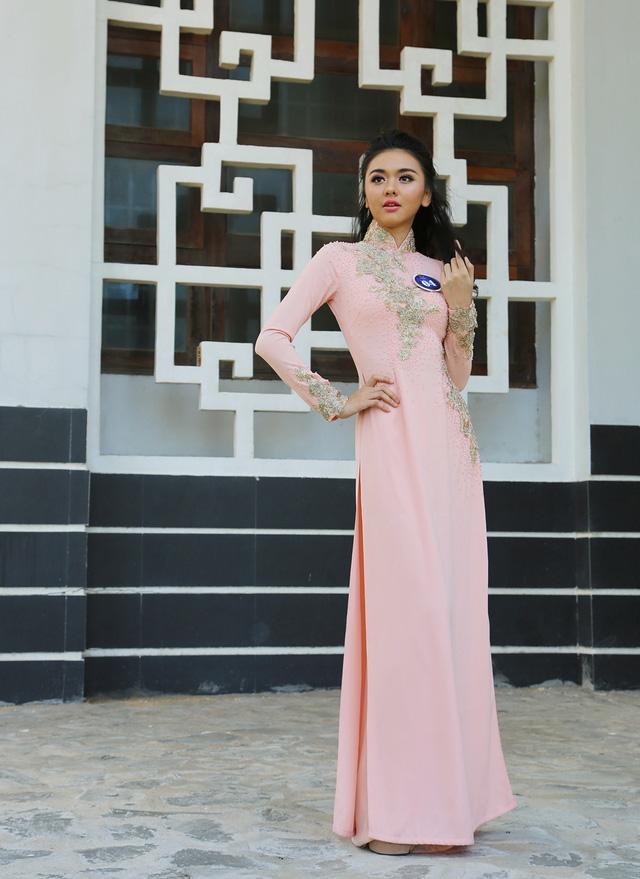 Dàn thí sinh Hoa hậu Hữu nghị ASEAN duyên dáng với áo dài thướt tha - Ảnh 1.