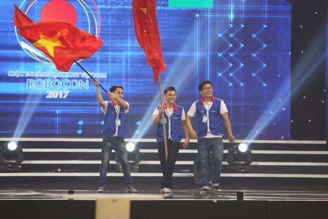 Nhìn lại khoảnh khắc đăng quang của tân vương Robocon Việt Nam 2017 - Ảnh 16.