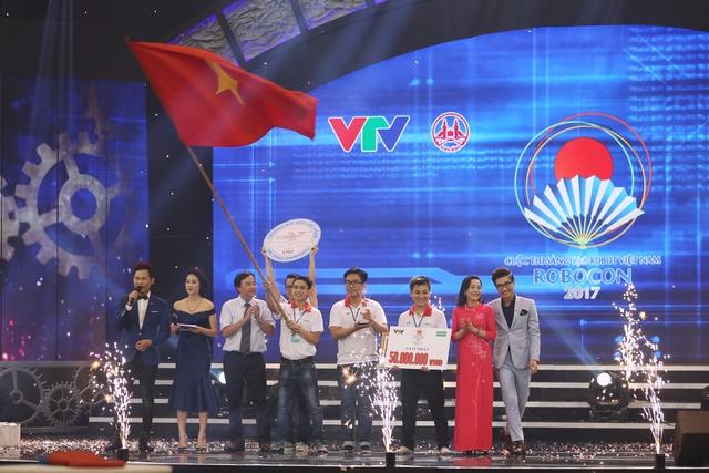 Nhìn lại khoảnh khắc đăng quang của tân vương Robocon Việt Nam 2017 - Ảnh 17.