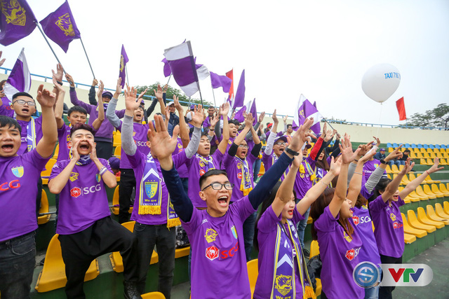 ẢNH: Các CĐV CLB Hà Nội cuồng nhiệt trước trận đấu quyết định trên sân Cẩm Phả - Ảnh 19.