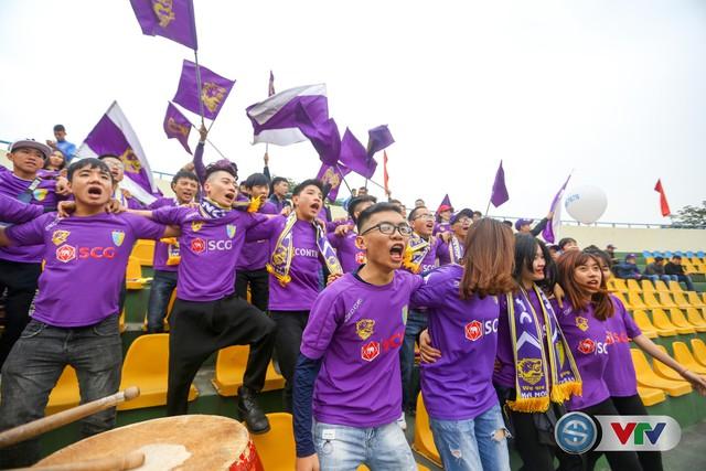 ẢNH: Các CĐV CLB Hà Nội cuồng nhiệt trước trận đấu quyết định trên sân Cẩm Phả - Ảnh 10.