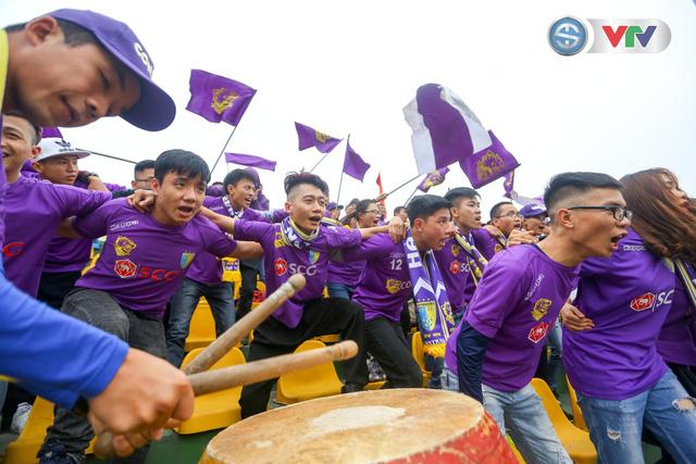 ẢNH: Các CĐV CLB Hà Nội cuồng nhiệt trước trận đấu quyết định trên sân Cẩm Phả - Ảnh 12.