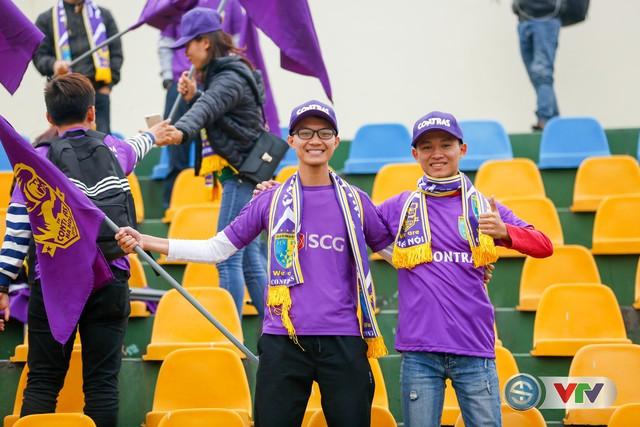 ẢNH: Các CĐV CLB Hà Nội cuồng nhiệt trước trận đấu quyết định trên sân Cẩm Phả - Ảnh 13.