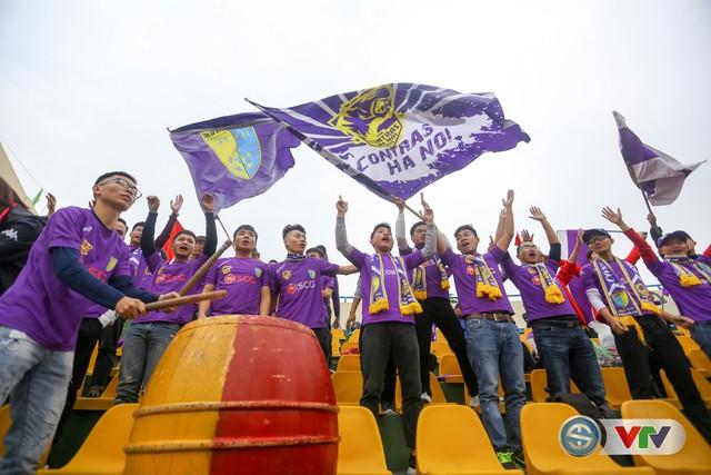 ẢNH: Các CĐV CLB Hà Nội cuồng nhiệt trước trận đấu quyết định trên sân Cẩm Phả - Ảnh 14.