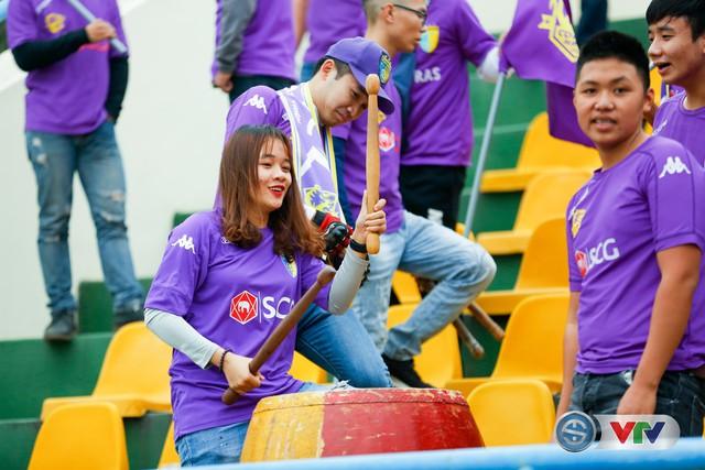 ẢNH: Các CĐV CLB Hà Nội cuồng nhiệt trước trận đấu quyết định trên sân Cẩm Phả - Ảnh 16.