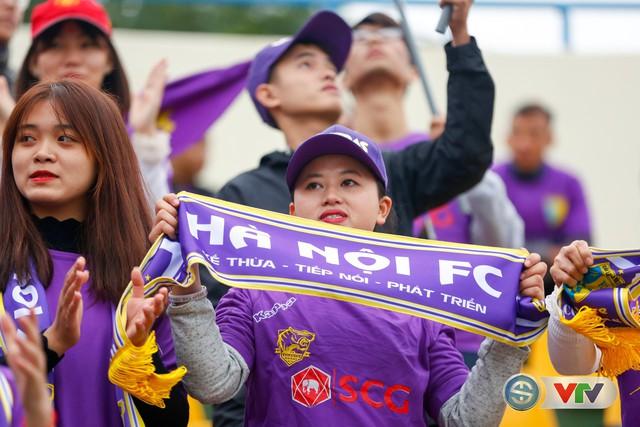 ẢNH: Các CĐV CLB Hà Nội cuồng nhiệt trước trận đấu quyết định trên sân Cẩm Phả - Ảnh 18.