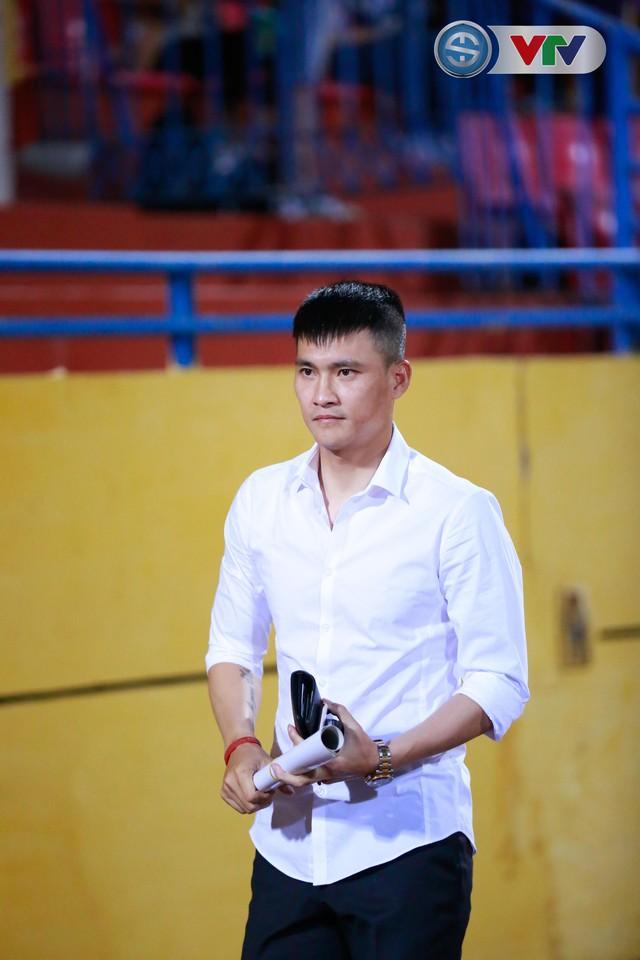 ẢNH: CLB Hà Nội chiếm ngôi đầu bảng giải VĐQG V.League 2017 - Ảnh 4.