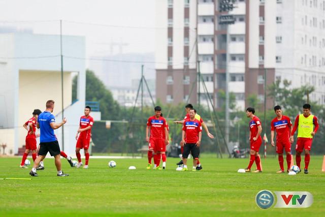 ẢNH: ĐT Việt Nam tích cực luyện tập chờ ngày tái đấu ĐT Afghanistan - Ảnh 17.