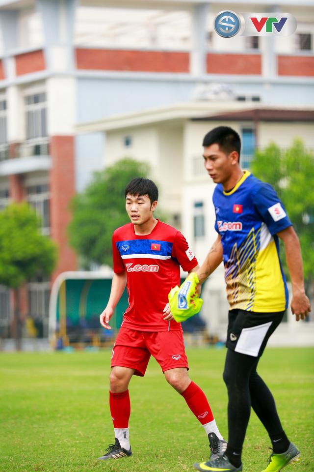 ẢNH: ĐT Việt Nam tích cực luyện tập chờ ngày tái đấu ĐT Afghanistan - Ảnh 31.