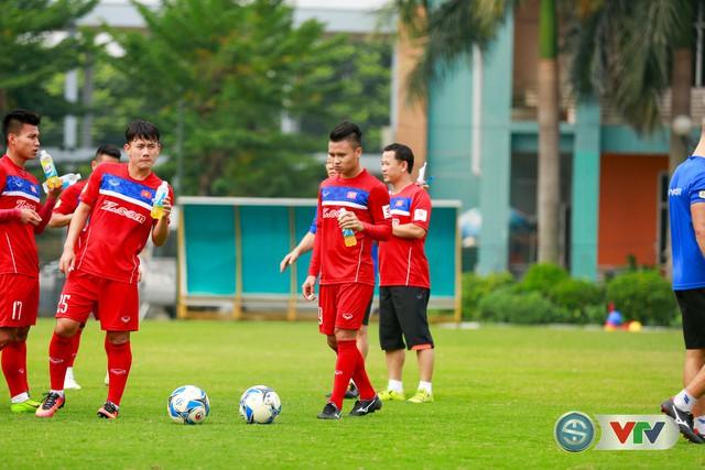 ẢNH: ĐT Việt Nam tích cực luyện tập chờ ngày tái đấu ĐT Afghanistan - Ảnh 36.
