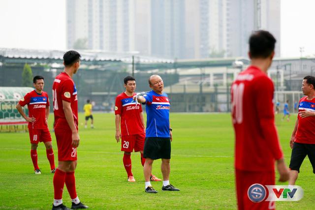 ẢNH: ĐT Việt Nam tích cực luyện tập chờ ngày tái đấu ĐT Afghanistan - Ảnh 37.