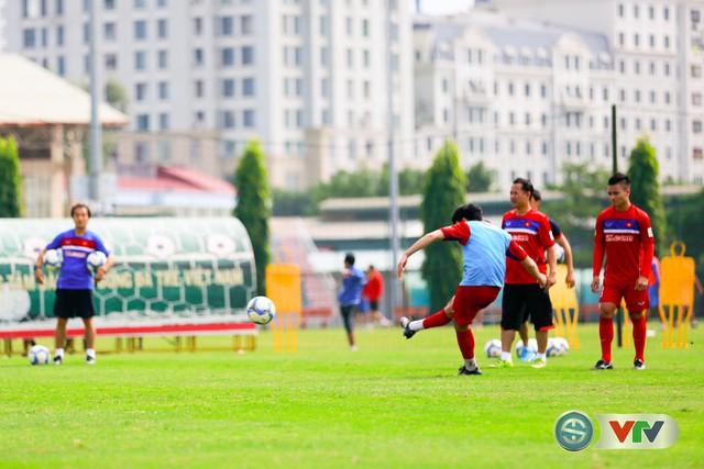 ẢNH: ĐT Việt Nam tích cực luyện tập chờ ngày tái đấu ĐT Afghanistan - Ảnh 46.
