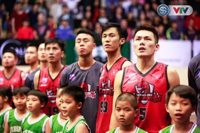 ẢNH: Thang Long Warriors giành lợi thế trước Hanoi Buffaloes - Ảnh 1.
