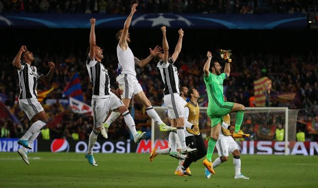 Chùm ảnh: Các cầu thủ Barcelona gục ngã nhìn Juventus vào bán kết - Ảnh 2.