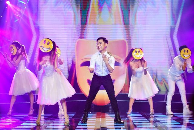 Ưng Hoàng Phúc vừa sâu lắng vừa cuồng nhiệt trong minishow Âm nhạc và Bước nhảy - Ảnh 4.