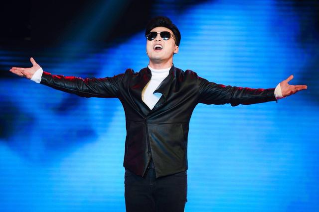Ưng Hoàng Phúc vừa sâu lắng vừa cuồng nhiệt trong minishow Âm nhạc và Bước nhảy - Ảnh 1.