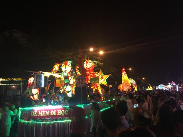 Tuyên Quang rực rỡ sắc màu trung thu với lễ hội lồng đèn khổng lồ - Ảnh 13.