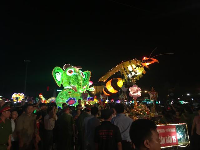 Tuyên Quang rực rỡ sắc màu trung thu với lễ hội lồng đèn khổng lồ - Ảnh 10.